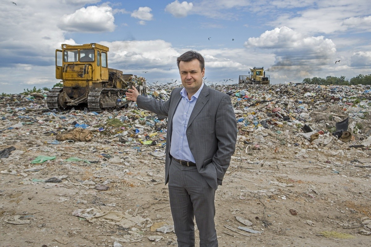 THE GARBAGE KINGDOM. A REPORT FROM OUR CAPITAL'S LANDFILL OF SOLID WASTE